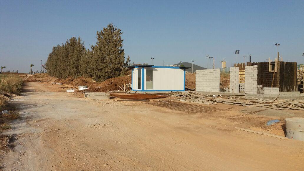 מבנה מכירות באתר בנייה